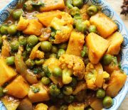 Classic Potato,Cauliflower & Green Peas Curry