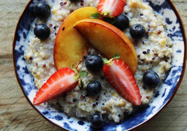 freekeh quinoa breakfast porridge